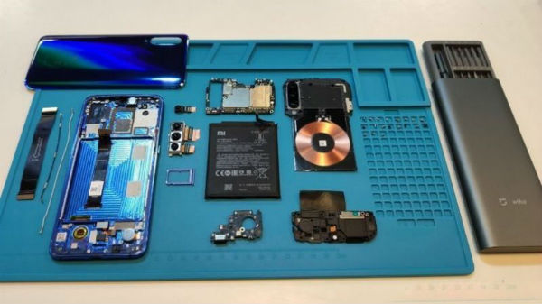 Xiaomi Mi 9 teardown shows wireless charging coil and other internals