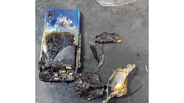 Xiaomi Redmi Note 7S Catches Fire, Blames User