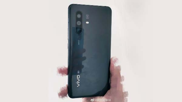 Vivo X30 Pro Hands-On Images Leaked: Single Punch-Hole, Quad-Rear Cameras Revealed