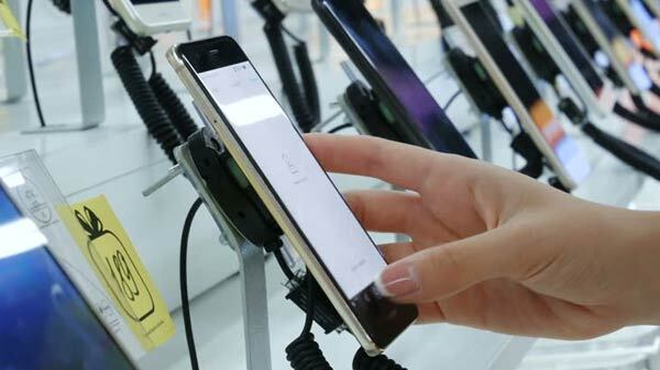 Smartphone Sales Might Decrease In April-June Quarter Due To Anti-China Sentiments