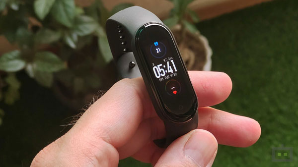 Mi Band 5 First Impressions: Better Display, New Health Features & More Functional Design