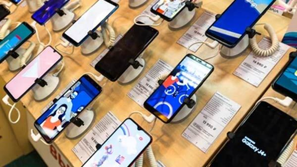 Why Is Offline Market Opposing Essential Tag For Mobile Phones