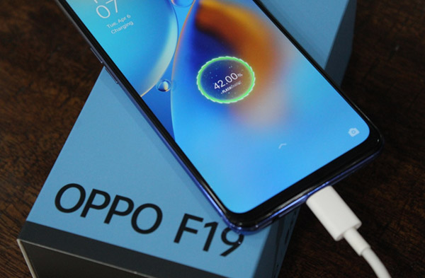 OPPO F19 Is The Most Desirable Smartphone Under 20K: Here's Why