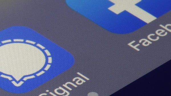 Signal Slams Facebook, WhatsApp For Mining User Data; But Will We Give Up WhatsApp?