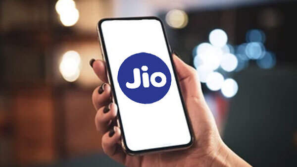 Reliance Jio Smartphones Might Attract 2G Users Of Airtel And Vi