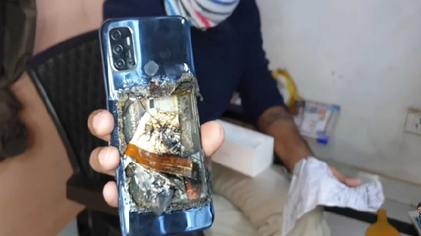 Oppo A53 Explodes In User's Pocket In India; Here's What Happened thumbnail