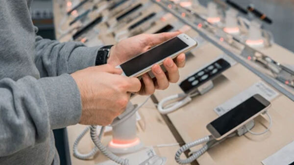 Smartphone Industry To Face Supply Crunch Due To Covid-19 Cases