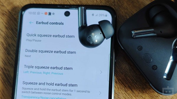 Be Extra Careful When Installing Software Update On Wireless Headphones Or TWS