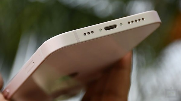 Portless Apple iPhone Might Soon Be Reality And Here Is The Proof