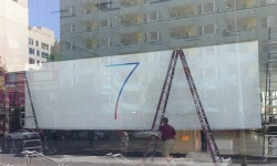 Apple Puts Up New Banners at WWDC Venue Confirming iOS 7 And OS X 10.9
