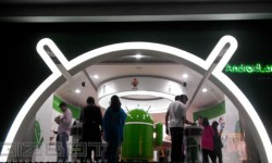 Gizbot Visits Android Land Store In Bangalore
