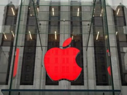 Apple Suspends Online Sales in Russia After Rouble's Fall