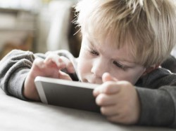 Heavy smartphone use can make your kid cross-eyed