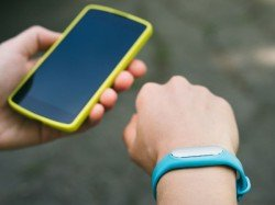 New technology lets smartwatch use power from larger devices