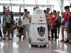 Robots patrol Chinese airport