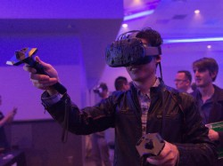 HTC to open hundreds of virtual reality arcades