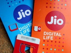 Reliance Jio manages to capture 9% active mobile phone users : CLSA
