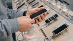 Smartphone Retailers Getting Demand For High-End Devices; Here's Why