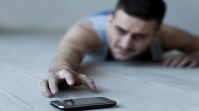 Smartphone addict hangs himself after mother takes his phone away