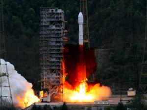 Chinese lunar probe to land on moon, return in 2017