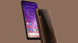 Motorola One Vision looks premium with a punch hole display