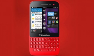Nokia Asha 210 vs BlackBerry Q5: Great QWERTY Smartphones Compared