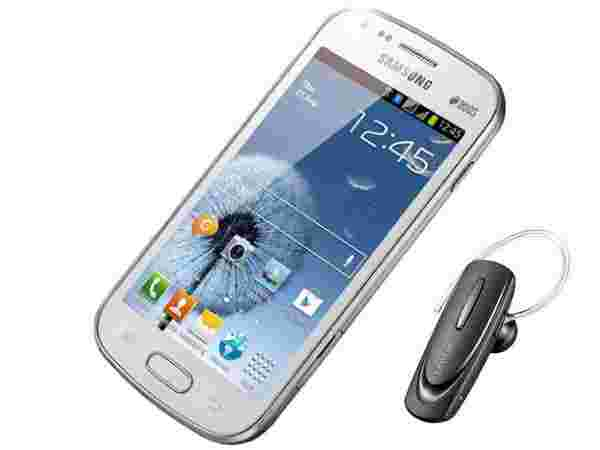 Combination of Samsung Galaxy S Duos S7562 and Samsung BHM1100NBEGINU In-the-ear Headset