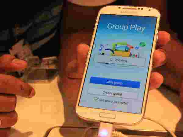 Samsung Galaxy S4 Group Play Feature