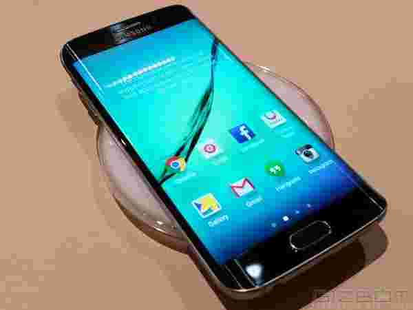 4: Samsung Galaxy S6 Edge: Top 10 Most Expensive Mobile Phones Available in India (2015)