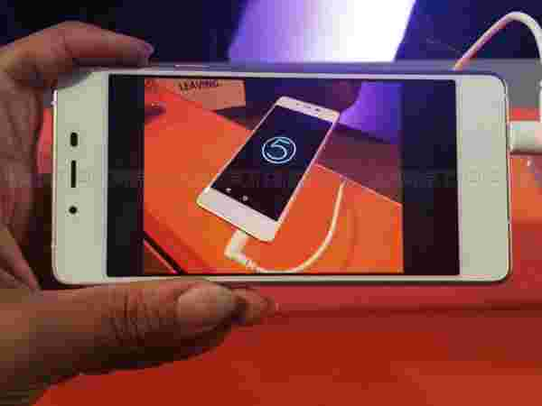 Micromax Canvas Sliver 5: Camera