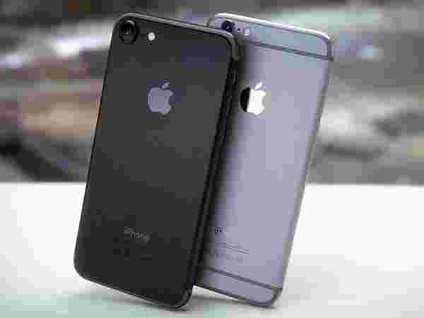12MP rear camera with f/1.9 aperture on iPhone 7