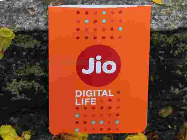 Download 'Jio4GVoice' App