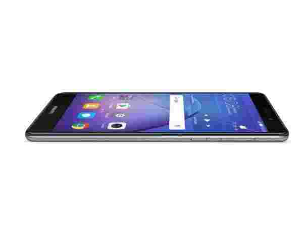 5.5-inch Full HD display with 2.5D curved glass
