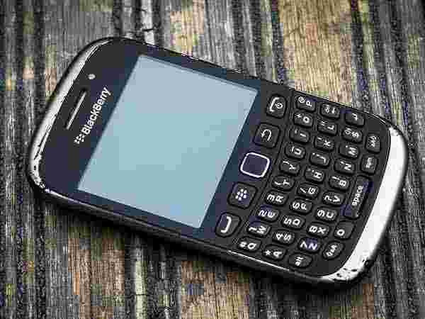 Classic BlackBerry QWERTY Keyboard and 4.5-inch display