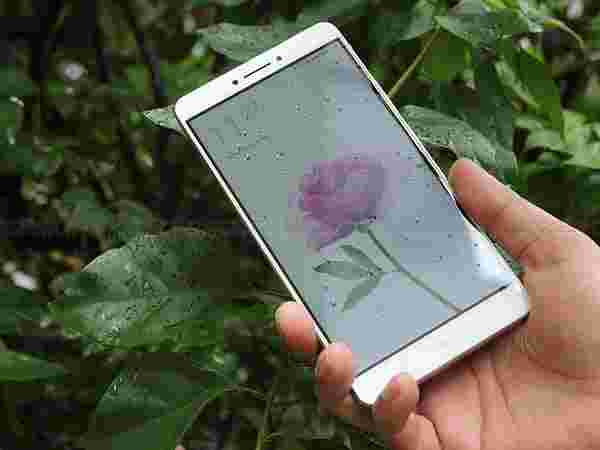 A similar 6.44-inch display expected