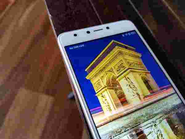 Display: Unconventional 5.7-inch Full HD screen in under Rs. 10k
