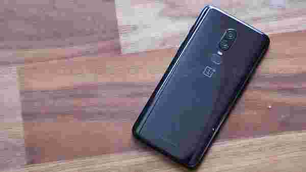 OnePlus 6 feels premium as a Galaxy S9/S9+