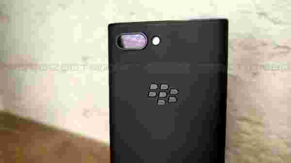 BlackBerry's first dual-lens Camera device
