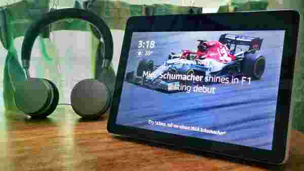 10-inch vivid and responsive HD display