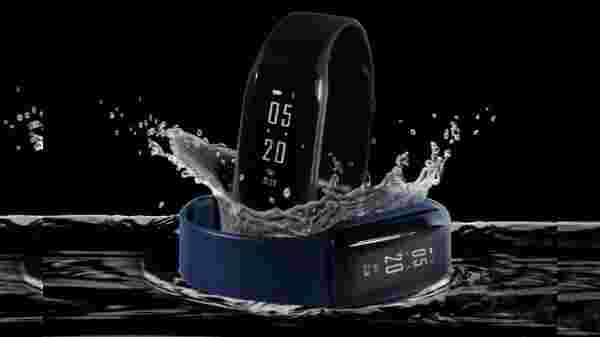 iVooMi FitMe Smart Fitness Band (MRP: Rs 1,699)