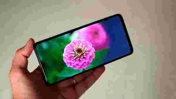 Vibrant 90Hz AMOLED Display At Rs. 29,999