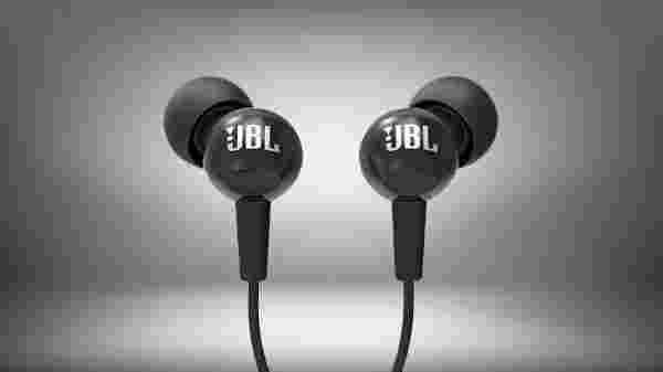 JBL C100SI In-Ear Deep Bass Headphones with Mic ( 86,493 ratings)