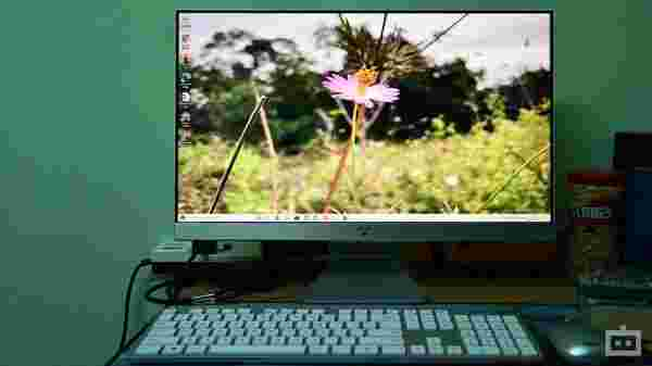 Asus AIO V241EA: One PC For A Whole Family