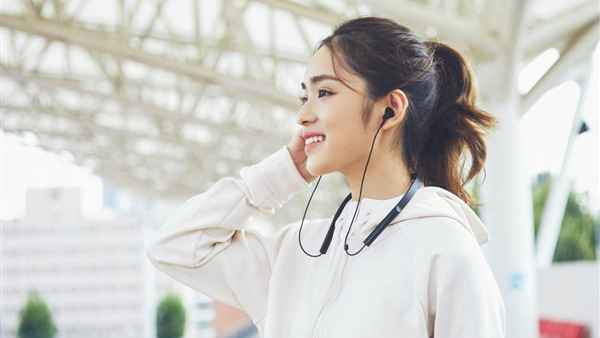Xiaomi Necklace Bluetooth Earphones Youth Edition Launched For Around Rs 1 700 Gizbot News