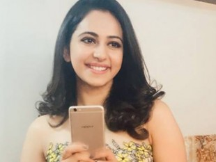 Bollywood Celebrities with Selfie Expert Oppo F3 Plus Images